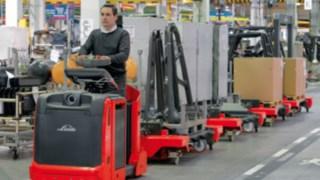 Die Logistikzuglösungen von Linde sind auf die veränderten Einsatzanforderungen der modernen Produktion ausgelegt.